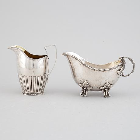 Gräddsnipa, silver, tyskland, samt gräddkanna, silver, johan petter grönvall, -stockholm, 1827.