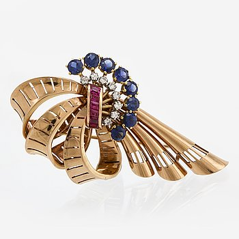 Brooch 18k gold, synthetic sapphires, rubies and single-cut diamonds, approx 7 x 4 cm.