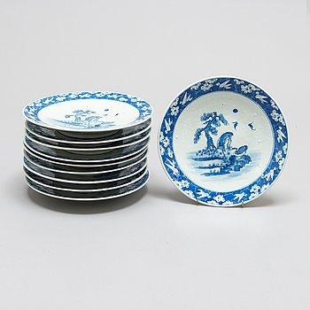Ruokalautasia, 10 kpl, posliinia, Kiina 1900-luvun alkupuoli.