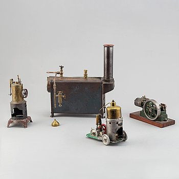 four steam engines, different makers, 20th century.