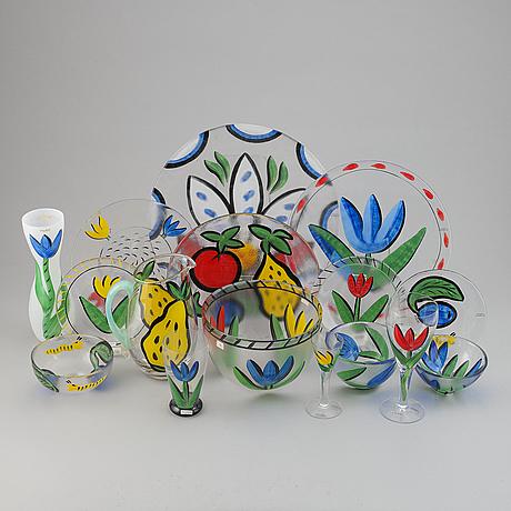 "Ulrica hydman-vallien, servis, glas, 56 delar,  ""tulipa"", kosta boda, signerade."