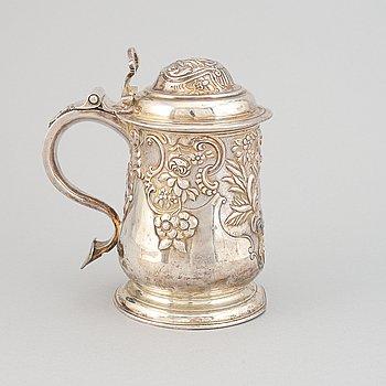 A silver tankard, mark of Thomas Mason, London 1738.