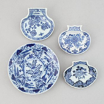 A set of 3 blue and white butter shells and a dish, Qing dynasty, 18th Century. The small dish 19th Century.