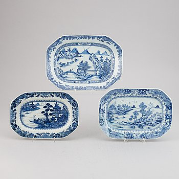 Three blue and white export porcelain serving dishes, Qing dynasty, Qianlong (1736-95).
