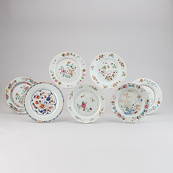 19 famille rose and imari export porcelain plates, Qing dynasty, Qianlong (1736-95).