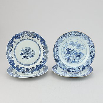 Four blue and white dinner plates, Qing dynasty, Qianlong (1736-95).