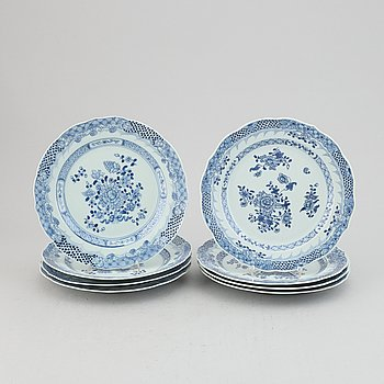 A group of eight blue and white dinner plates, Qing dynasty, Qianlong (1736-95).