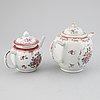 Tekannor, två stycken, kompaniporslin. qingdynastin, qianlong (1736-95).