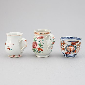 Two famille rose export porcelain jugs and a Japanese Imari bowl, Qing dynasty, Qianlong and Meiji.