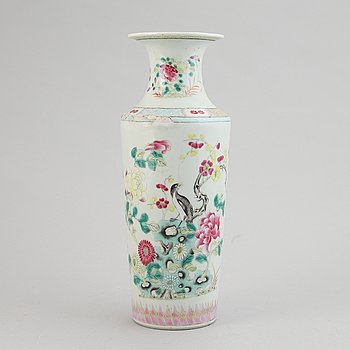 A famille rose vase, Qing dynasty, 19th Century.