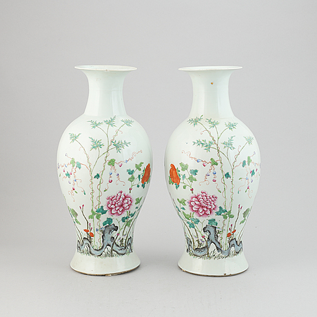 A pair of famille rose vases, late qing dynasty, circa 1900.