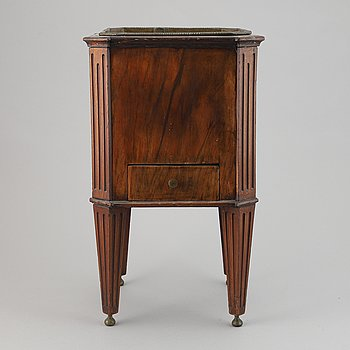 A mahogany wine cooler, first half of the 19th century.