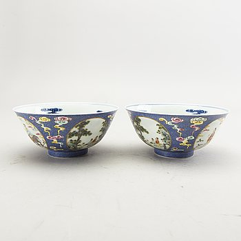 A pair of Chinese modern porcelain bowls.