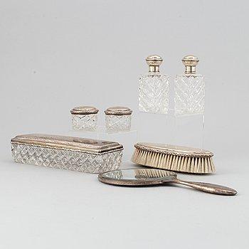 Toalettset, 7 delar, silver och glas, bl.a Sjögren Ab Juvelerare Oscar, Göteborg,  1920.