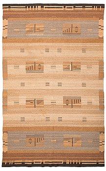 Impi Sotavalta, a 1930's flat weave carpet for Aaltosen Mattokutomo Kiikka, Finland. Circa 320x190 cm.