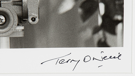 Terry o'neill, photograph signed and numbered 17/50.