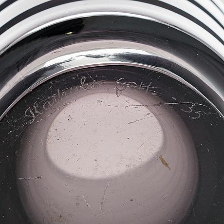 Göran hongell, a glass vase signed karhula g.h. -35.