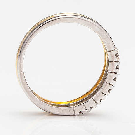 An 18k gold ring with diamonds ca. 0.15 ct in total.