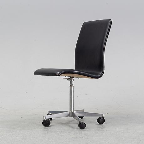 Arne jacobsen, an 'oxford' desk chair, fritz hansen, denmark, 1985.