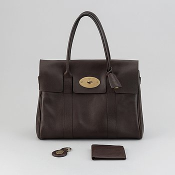 Mulberry, a chocolate brown leather 'Bayswater' handbag, '4 Card Coin' wallet and 'Heritage' keyring.