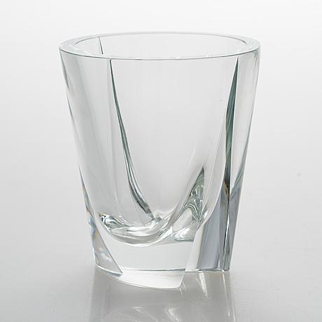 Saara hopea, a glass vase signed s. hopea nuutajärvi notsjö -58.