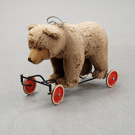 A toy bear from steiff, first half of the 20th century.