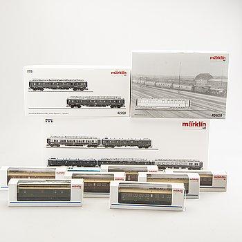 3 Märklin wagon sets (2 Orient Express) and 8 wagons.