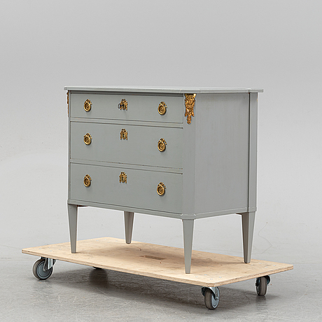 A painted gustavian style chest of drawers, 20th century.
