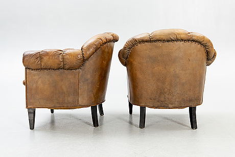 A pair of 1920 leather armchairs.