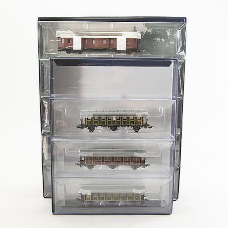 Liliput, 1 ånglok, 3 vagnset samt 26 vagnar, h0.