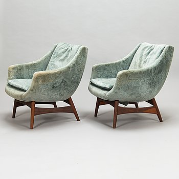 A pair of 1950s/60s armchairs.
