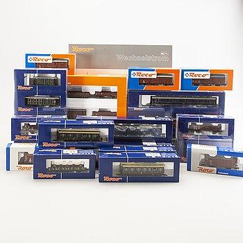 1 Roco trainset 61410, 2 wagon sets and 20 wagons.
