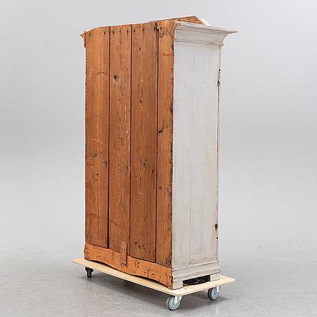 A 18/19th century cabinet.
