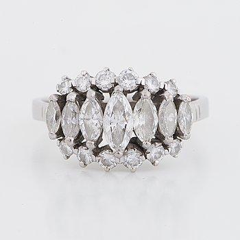 Ring med diamanter i olika former.