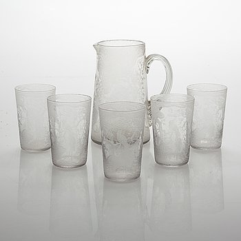A set of a decanter and five drinking glasses.