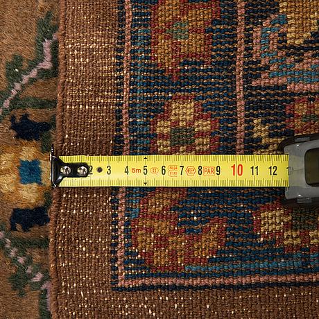 A carpet, oriental, ca 265 x 167 cm.