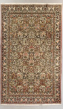 An old bachtiari carpet ca 367 x 256 cm.