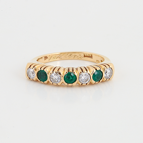 Elon arenhill, ring with diamond and emeralds.
