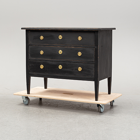 A painted chest of drawers, first half of the 20th century.