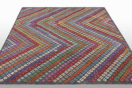 A carpet, kilim, ca 289 x 255 cm.