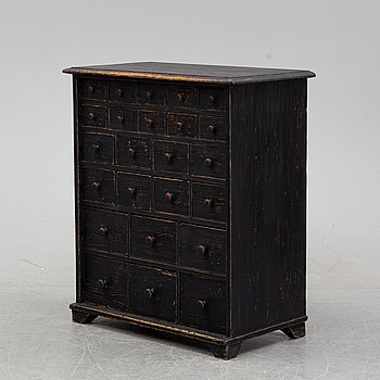 A painted chest of drawers, 19/20th Century.
