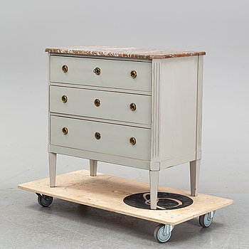 A Gustavian style chest of drawers, 20th Century.