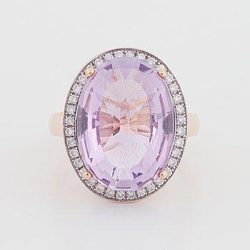 Ring, 14K roséguld, fantasislipad ametist och diamanter.