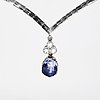 Necklace 18k whitegold with 1 purple-blue sapphire approx 6 ct  and 3 brilliant-cut diamonds approx 0,40 ct in total.