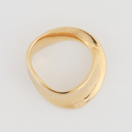 "Vivianna torun bülow-hübe, georg jensen, ring, ""möbius"" 18k guld."