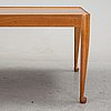 A mahogany coffee table, model 2073 'diplomat' by josef frank for firma svenskt tenn, designed in 1949.