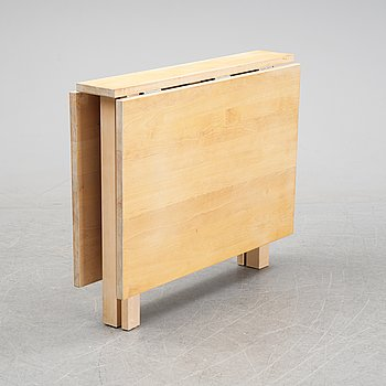 A gate leg table by Marit Stigsdotter for Stolab, end of the 20th Century.
