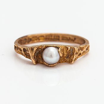 """Björn Weckström, A14K gold and cultured pearl ring """"Small word"""". Lapponia 1970."""