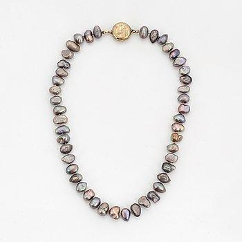 Collier med odlade pärlor lås i silver.