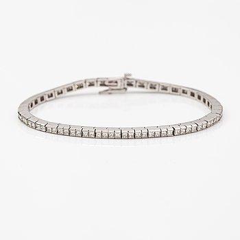 Rannekoru, 14K valkokultaa, princess-hiottuja timantteja n. 4.37 ct yht todistuksen mukaan.